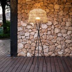 Lampadaire tripode d'extérieur sans fil en fibres naturelles Design Amalfi